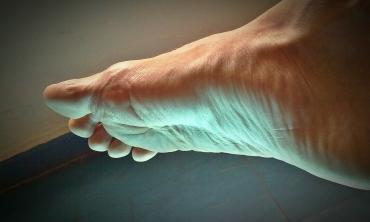 Dolore alle dita dei piedi: le possibili cause e i nostri rimedi